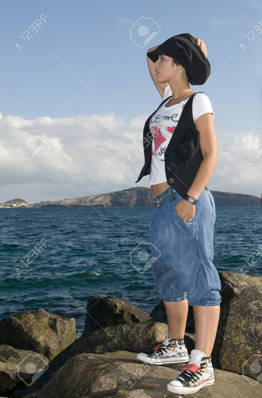 young homeless girl looking the city Stock Photo - 4340321