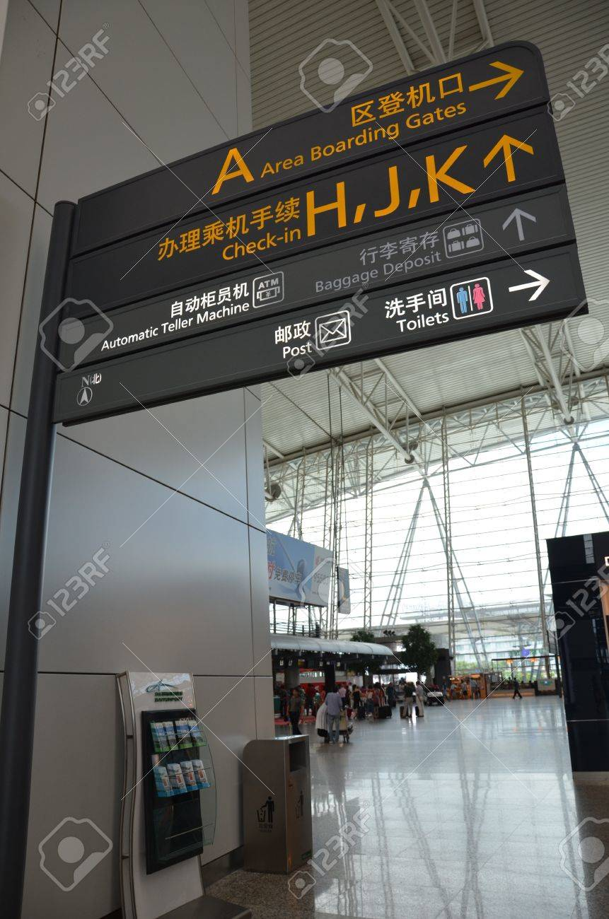 Aeroporto Guangzhou Arrive : Direction sign in guangzhou airport stock photo picture and royalty