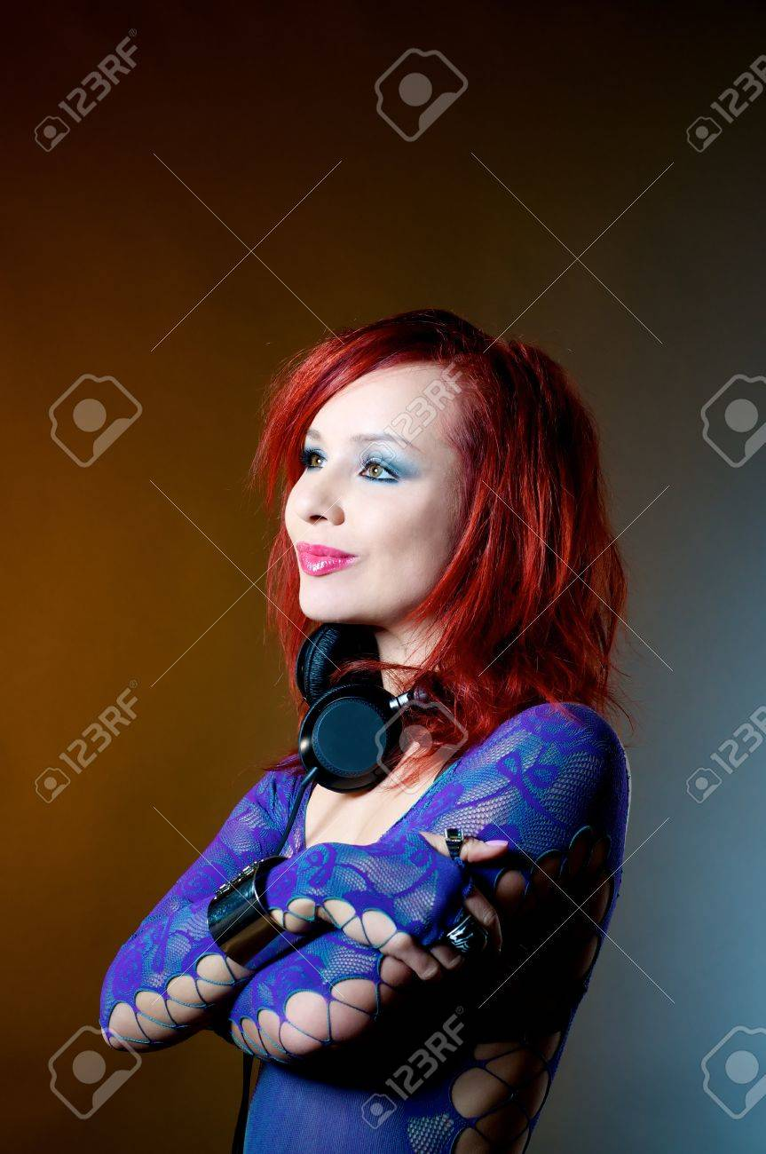Сексуальноя девушка красные волосы