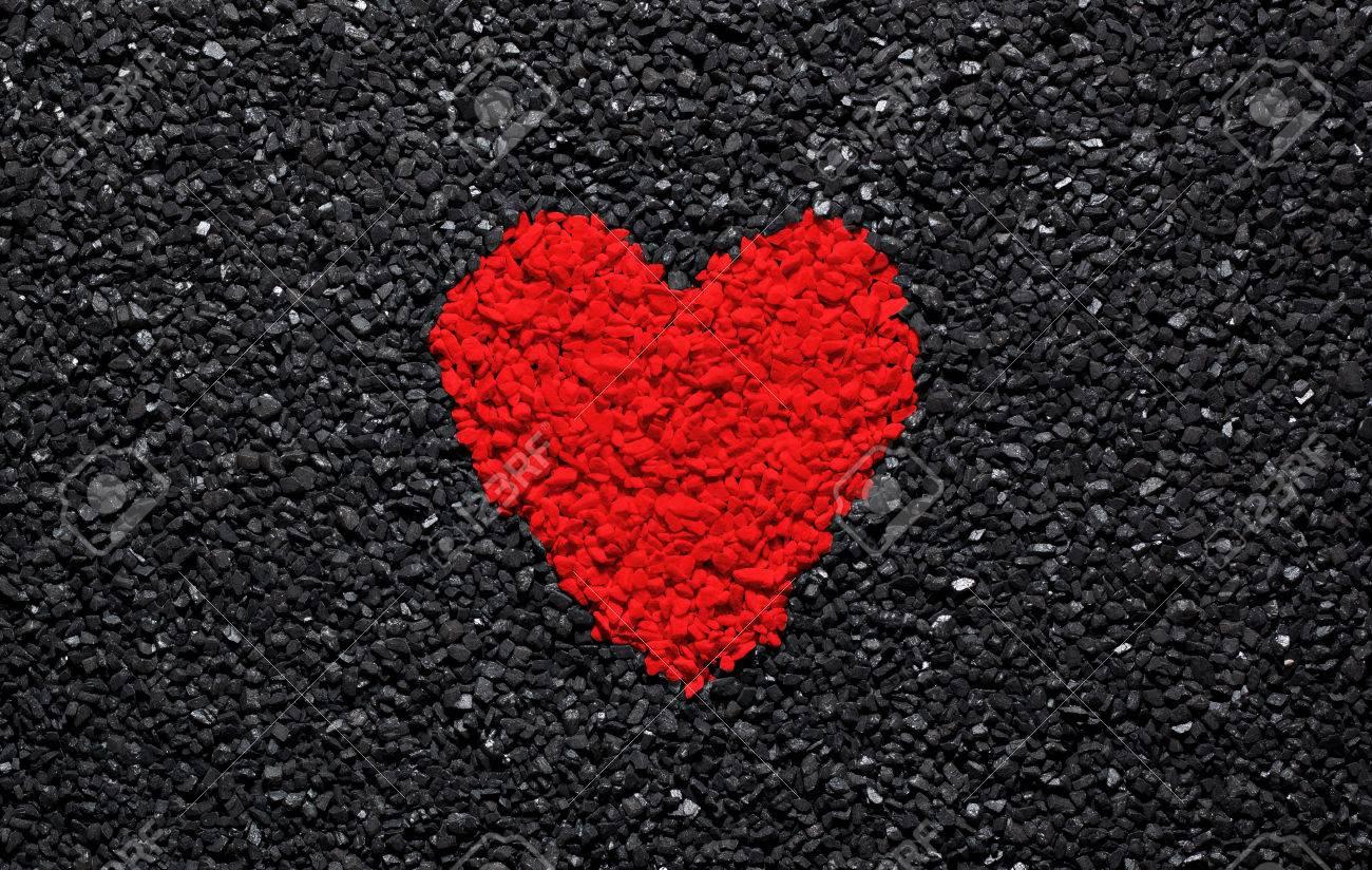 Coeur Rouge Sur Fond Noir Pierres Gravier Et Bardeaux Fond D Ecran D Amour Valentine