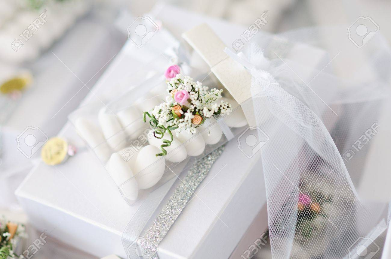 Elegant Wedding Favors decorated with artificial flowers - 15279896