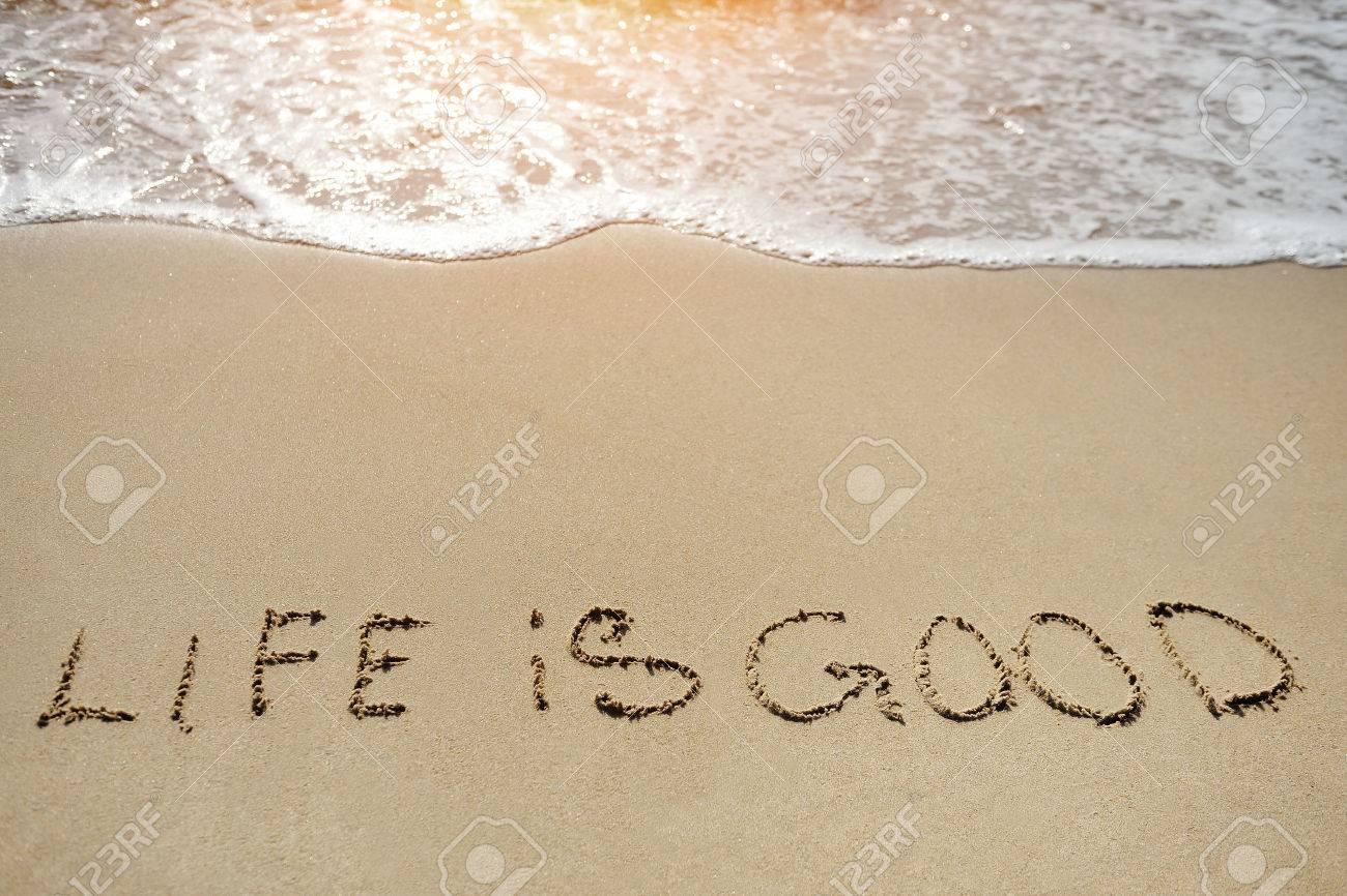 白砂のビーチで肯定的な思考の概...
