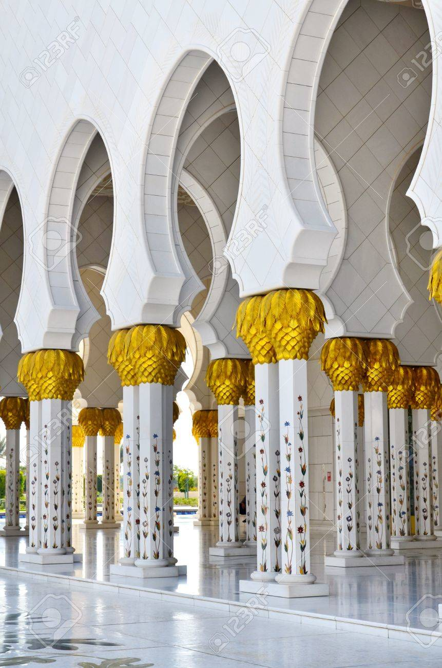 Sheikh Zayed Mosque in Abu Dhabi, United Arab Emirates - detail of columns - 11910452