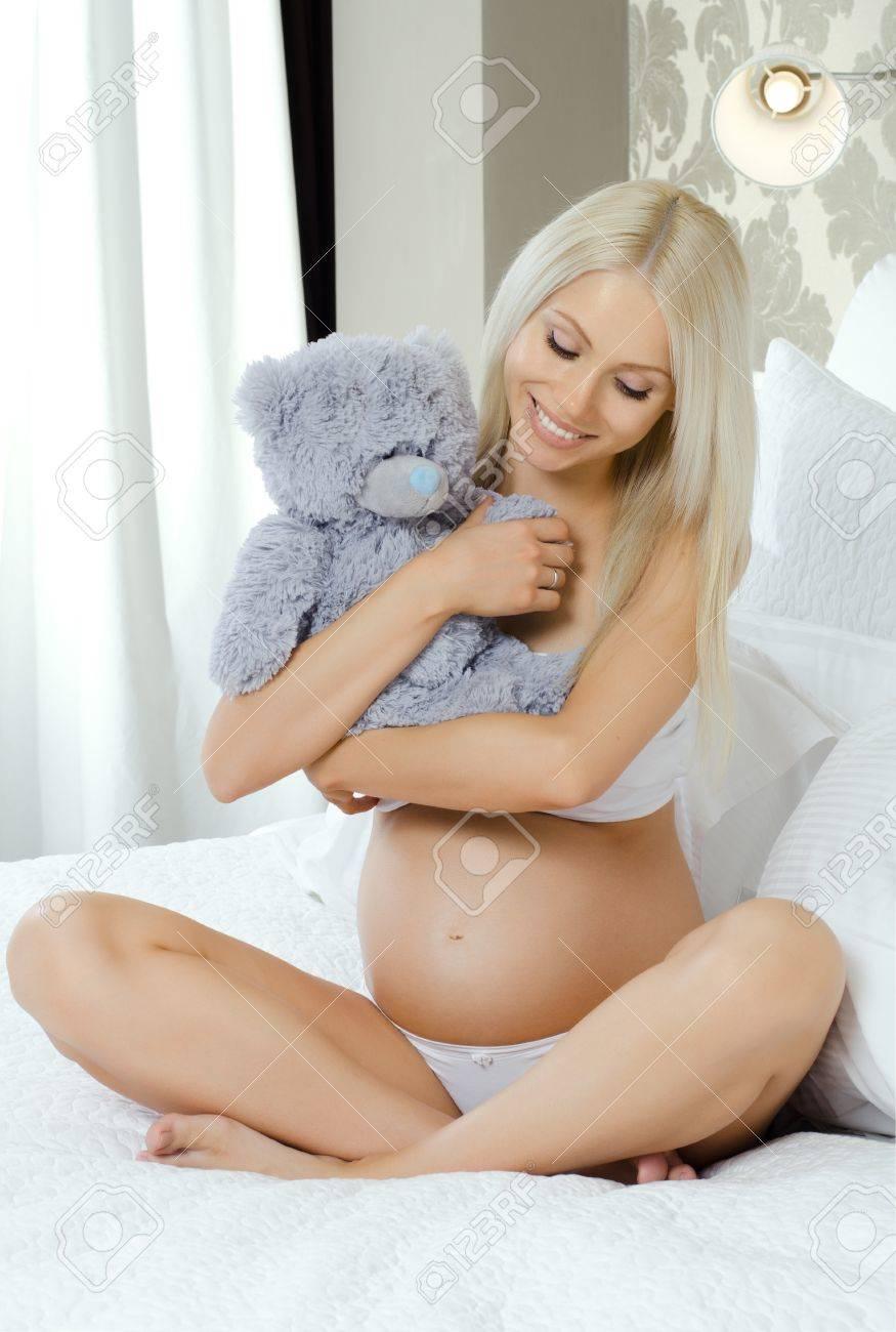 Фото девушек молодых беременные 11 фотография