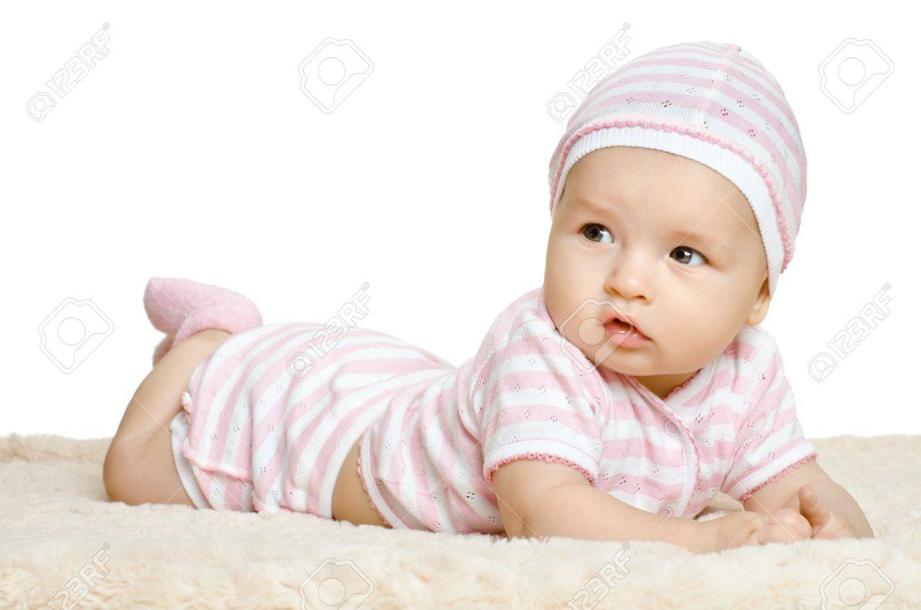 Le Bebe Tres Belle Petite Robe Rose Se Trouvent Sur Le Ventre Sur Fond Blanc Isole Banque D Images Et Photos Libres De Droits Image 15451947