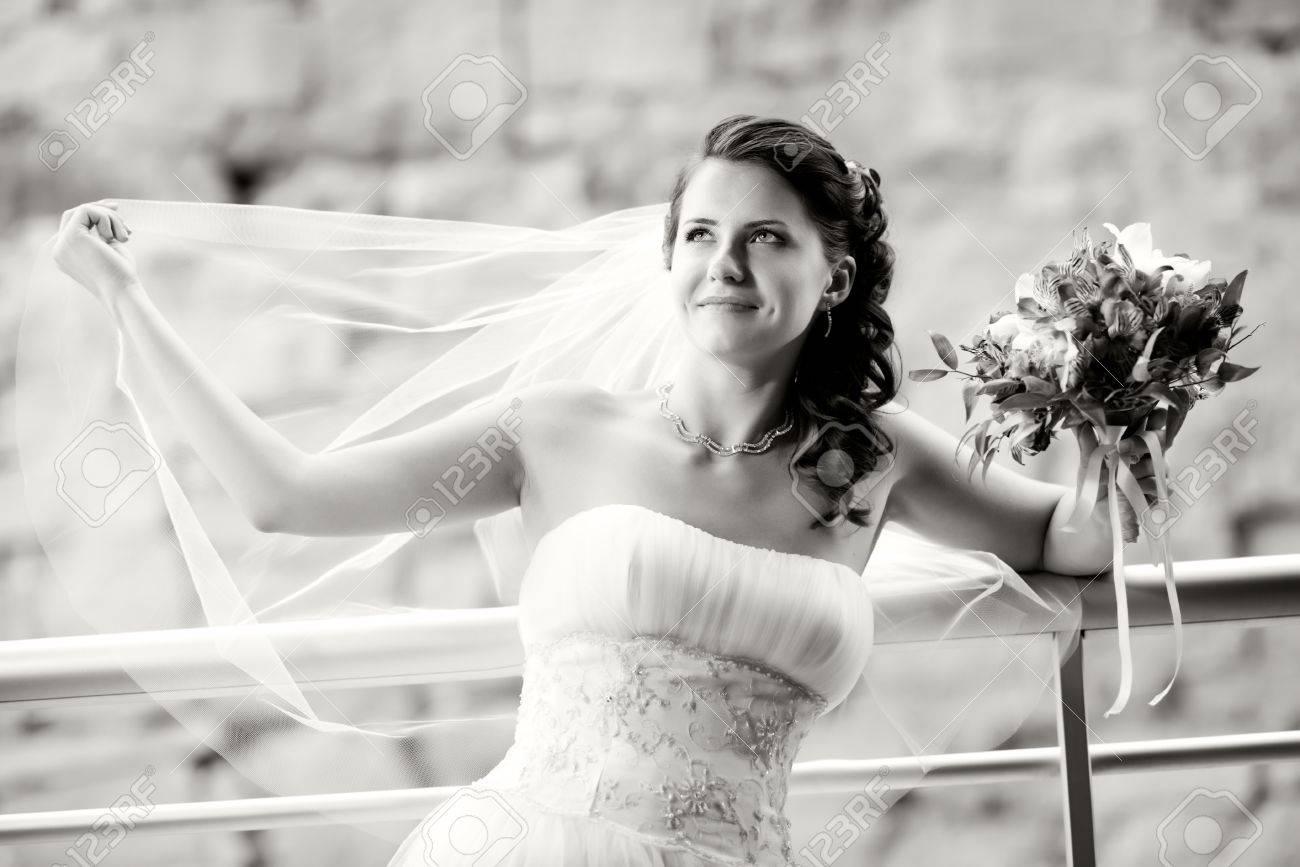 Großartig Schwarz Weiß Kleider Korsett Hochzeit Ideen - Hochzeit ...
