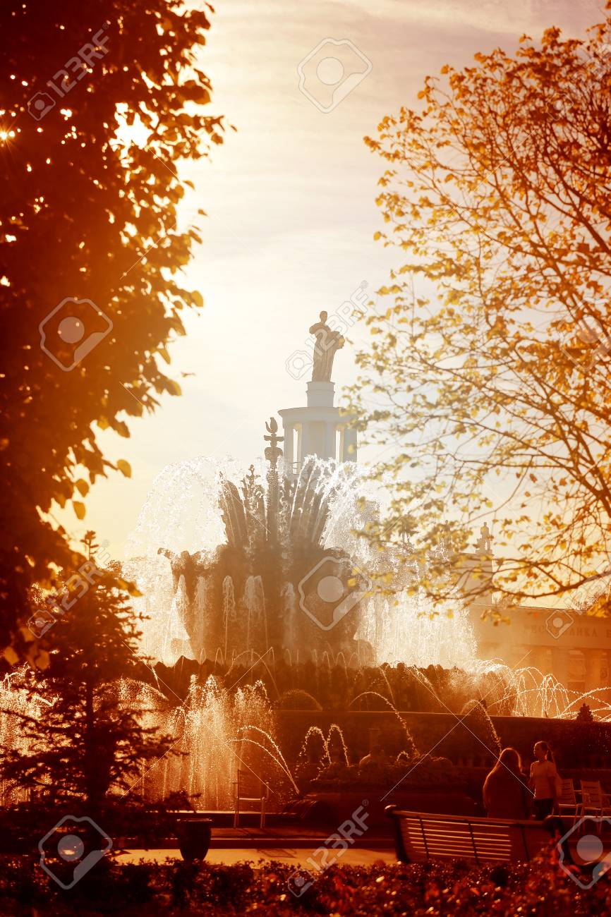 Photo of a beautiful macro fountain in Moscow in the park is illuminated by the sun - 108296101