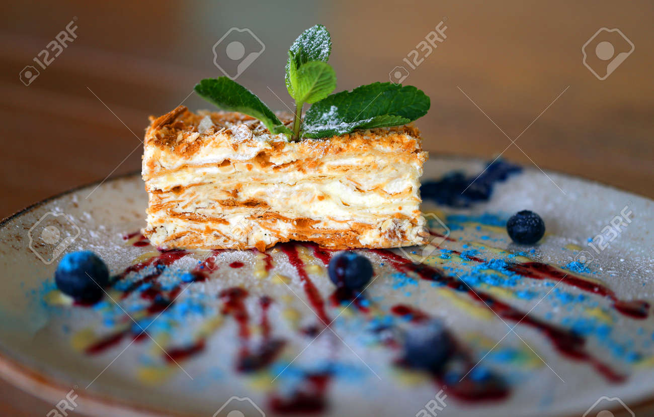Photo macro of a piece of sweet cake with berries - 163071867
