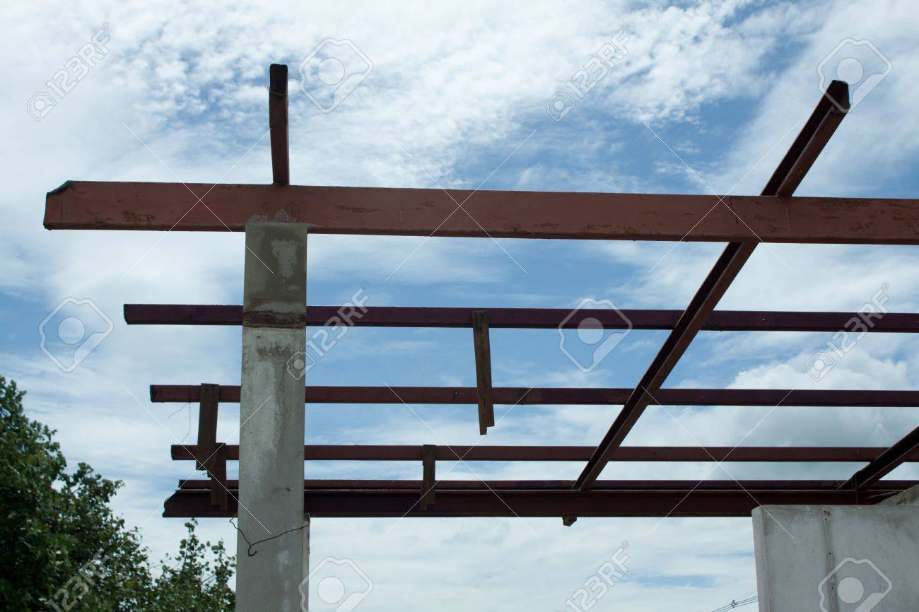 New residential construction home framing against a blue sky Stock Photo - 17124984