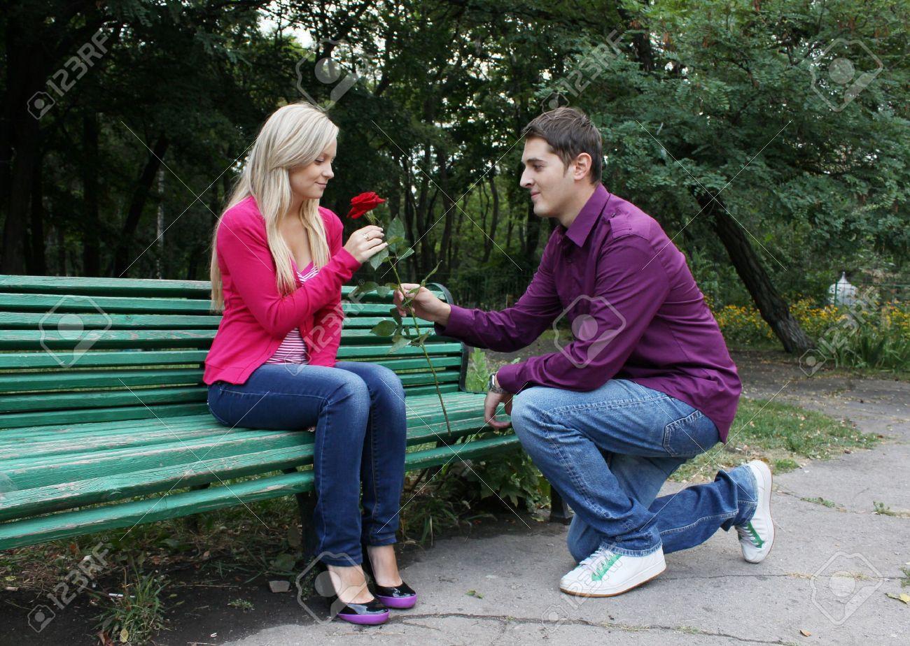 Фото на коленях перед женщиной 8 фотография