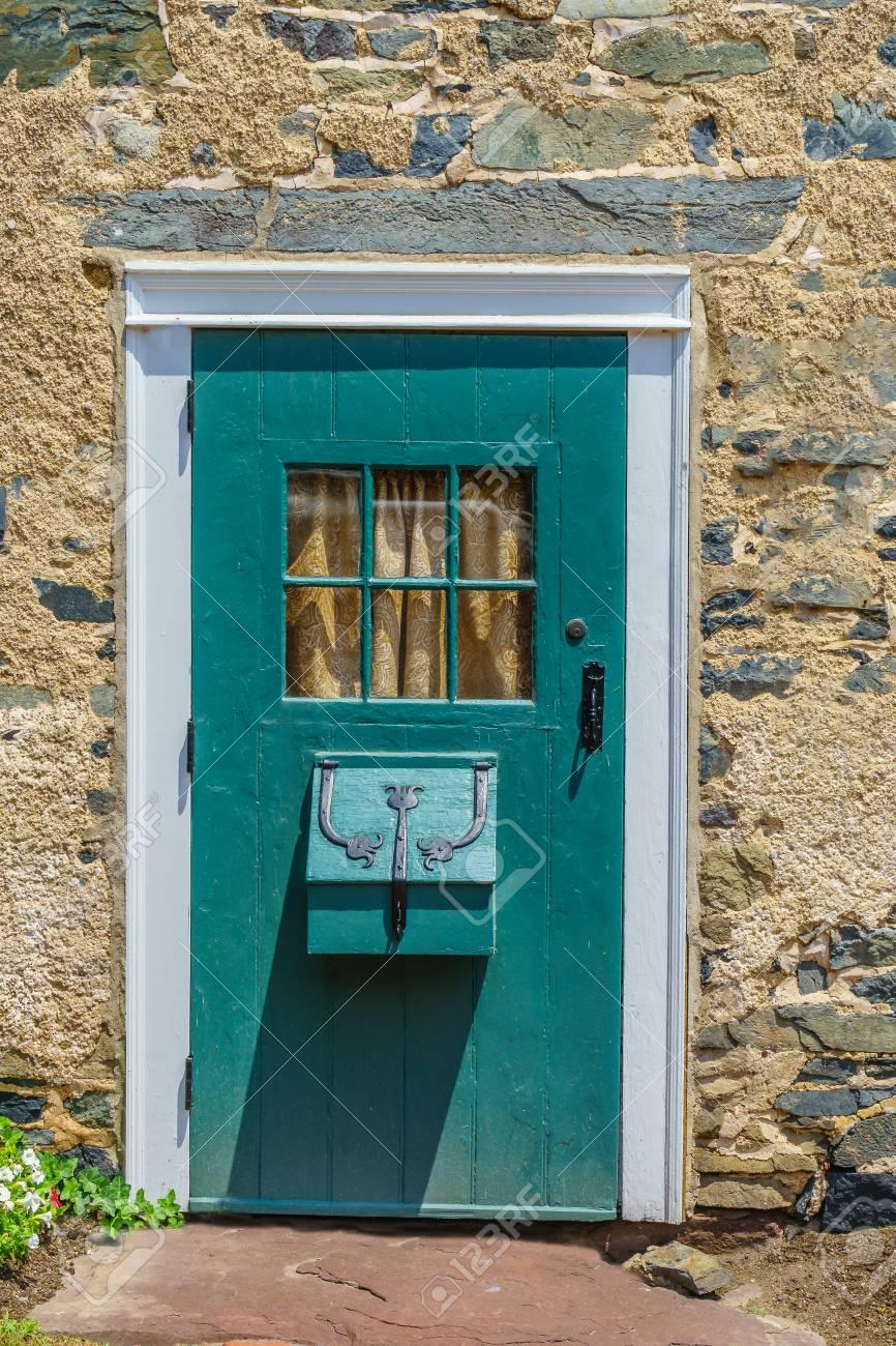 Belle Porte En Bois Avec Fenêtre à Historic New Hope Pa Usa Banque