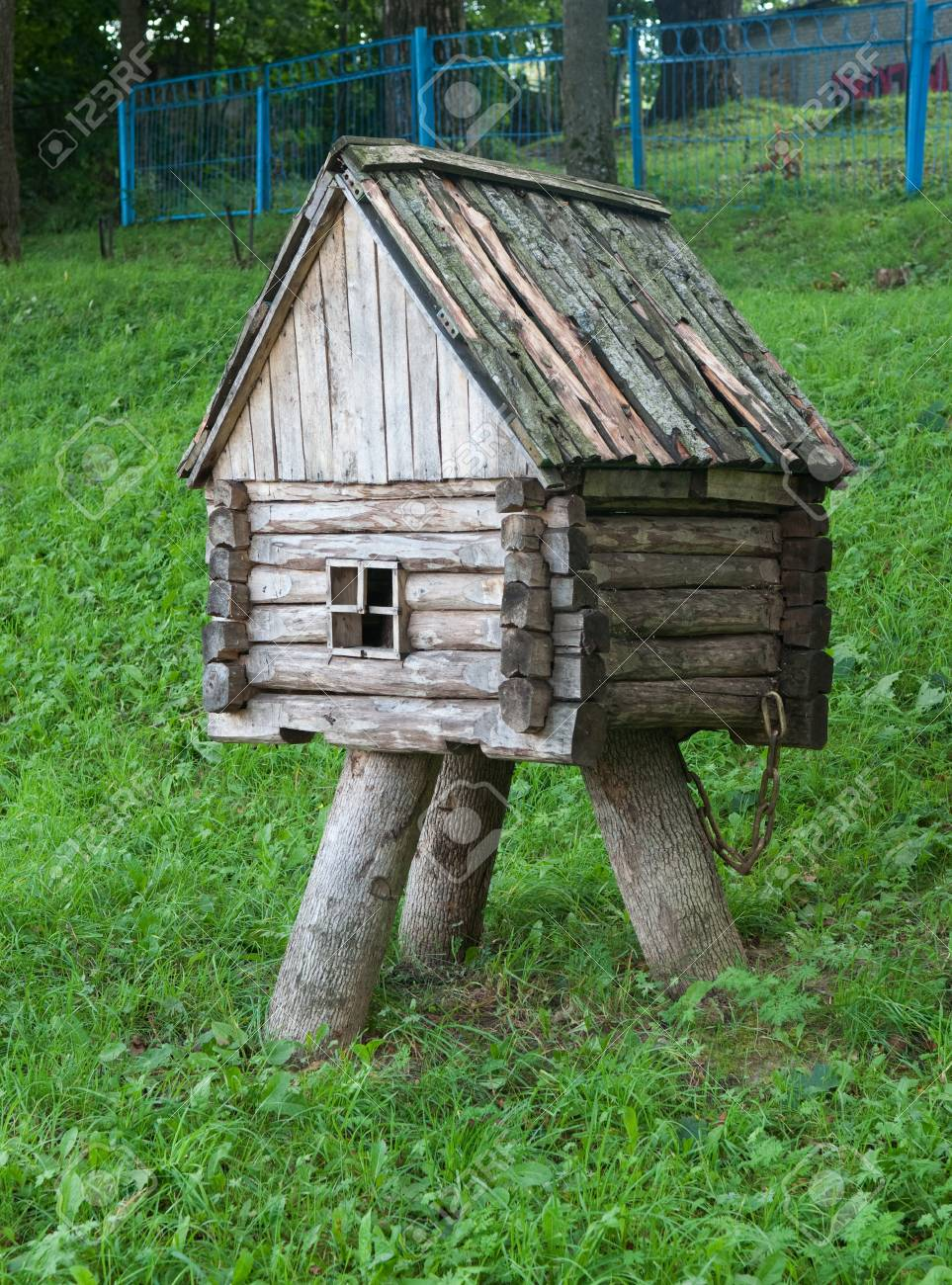 Exceptionnel Decorative Small Wooden Hut For Garden Decoration Stock Photo   94320048