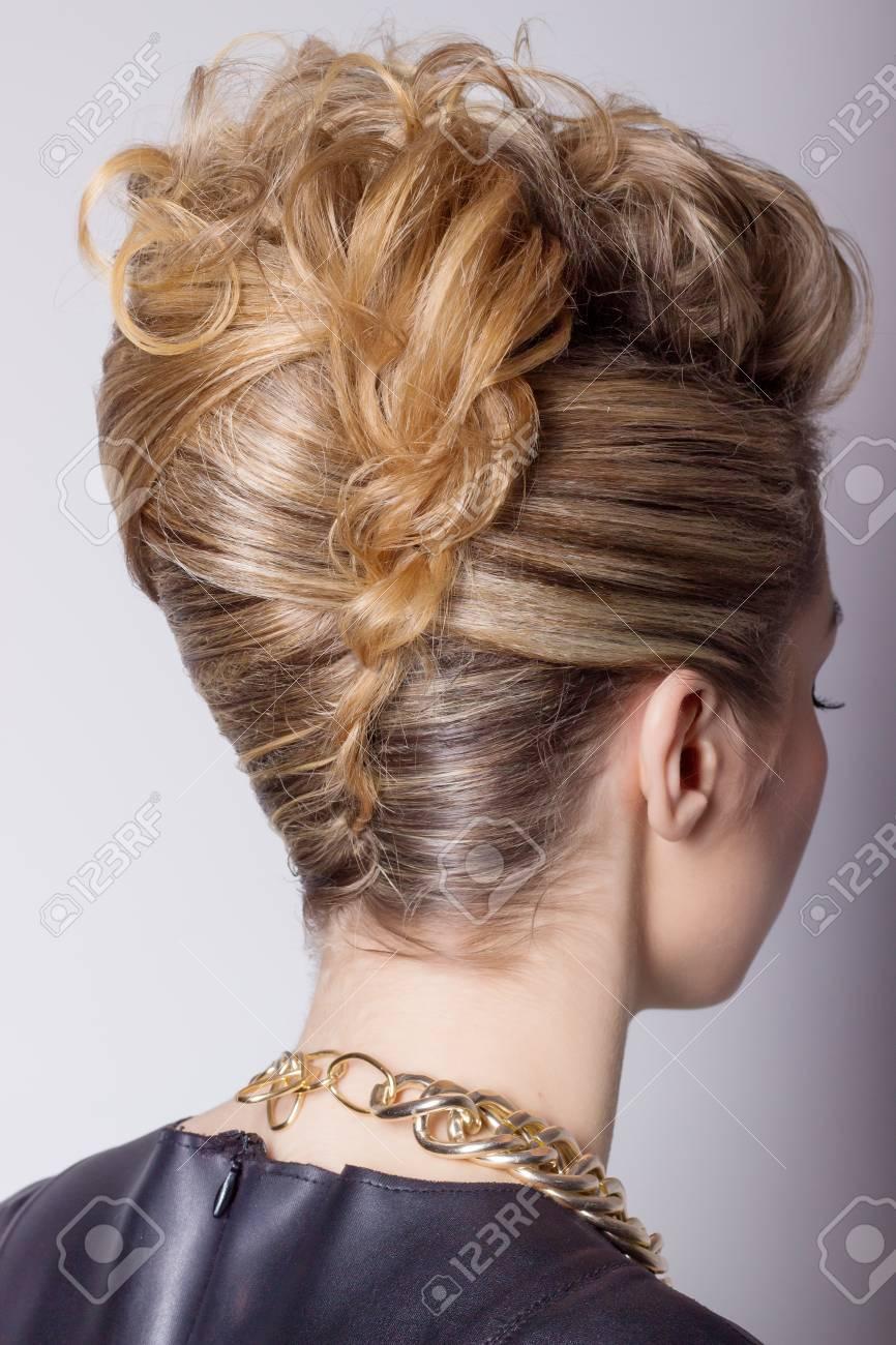 Belle Femme Avec Salon De Coiffure Soir Coiffure Compliquee Pour La Fete Banque D Images Et Photos Libres De Droits Image 35094187