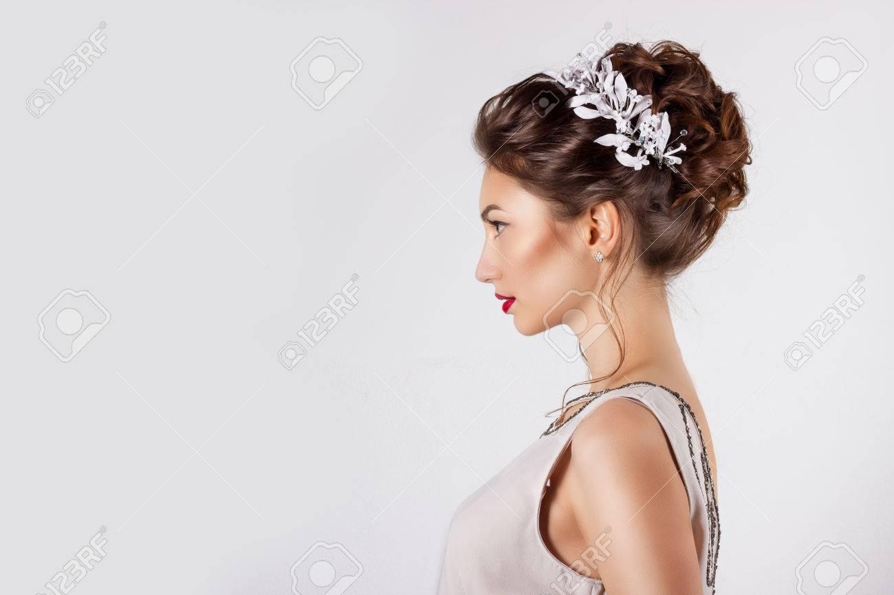 Schone Junge Madchen In Das Bild Der Braut Schone Hochzeitsfrisur
