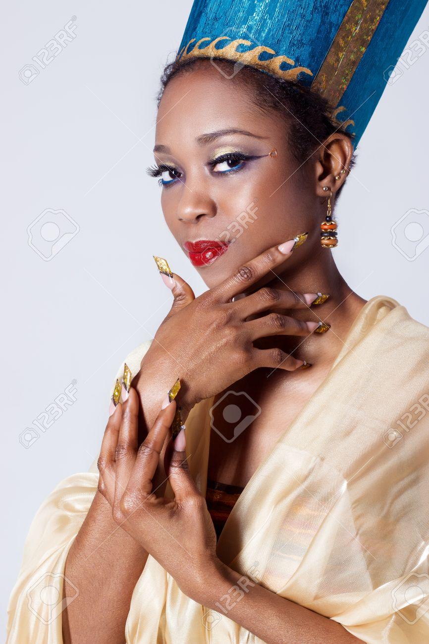Schöne Dunkelhäutige Mädchen Schwarze Frau In Das Bild Der ...