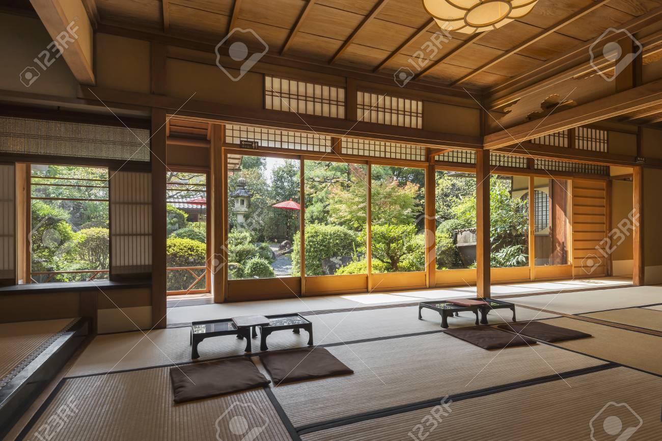Interieur D Une Maison Japonaise De The Et De Dessert Avec Jardin