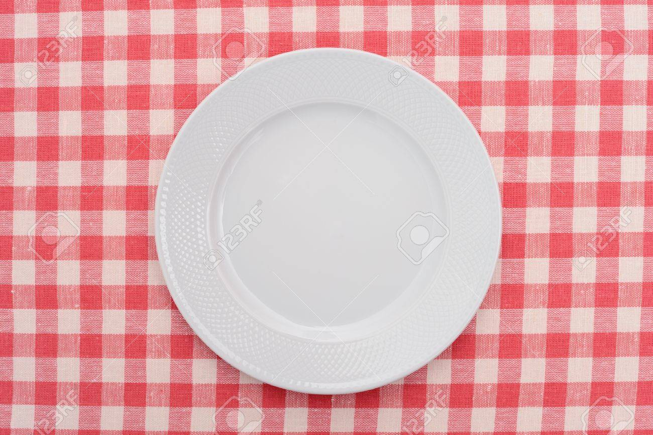 Empty dinner plate on red and white checked gingham tablecloth Stock Photo - 11703394  sc 1 st  123RF.com & Empty Dinner Plate On Red And White Checked Gingham Tablecloth Stock ...