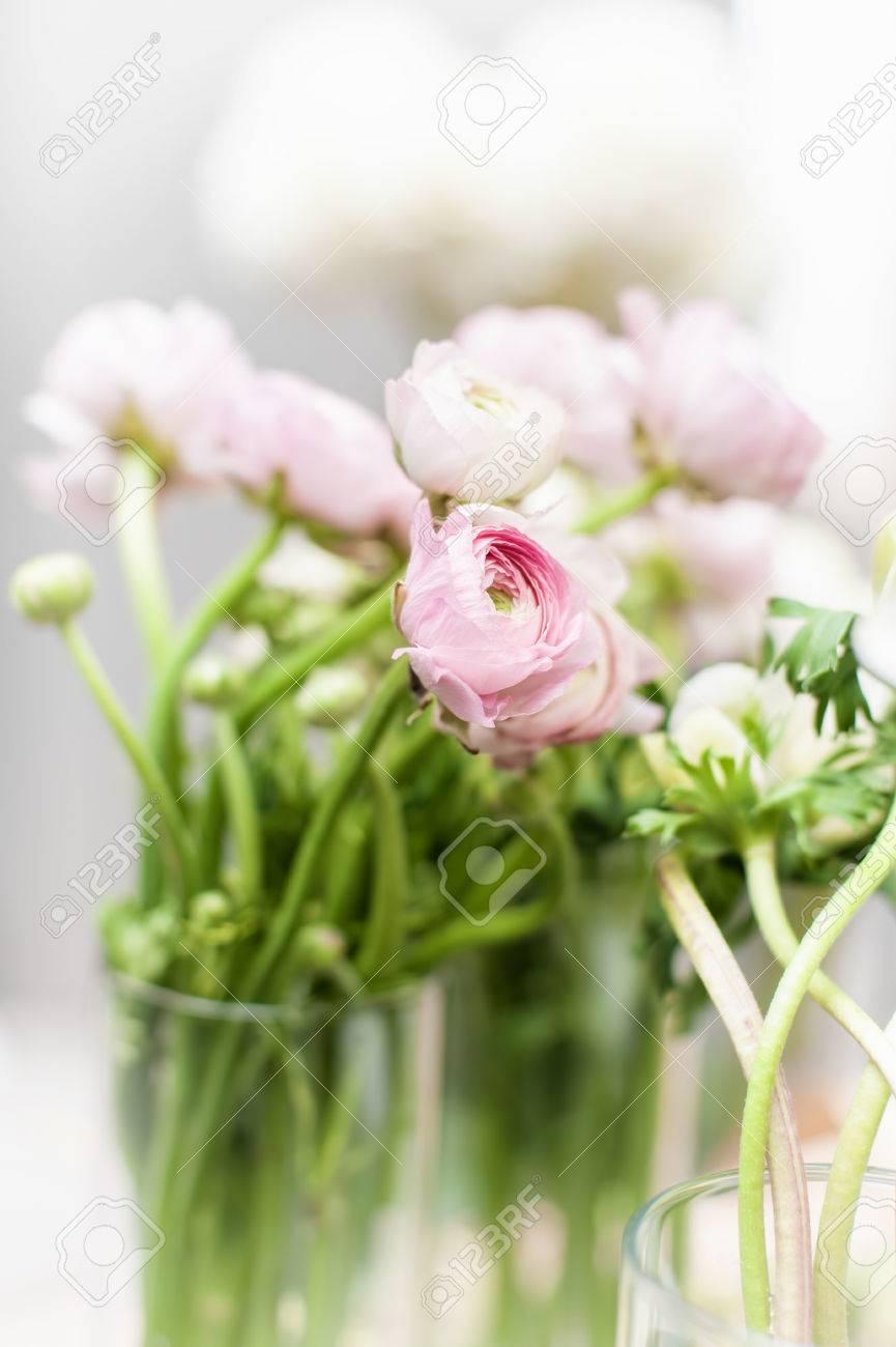 Fiori Bianchi In Vaso.Immagini Stock Mazzo Di Fiori Bianchi E Rosa Eustoma In Vaso