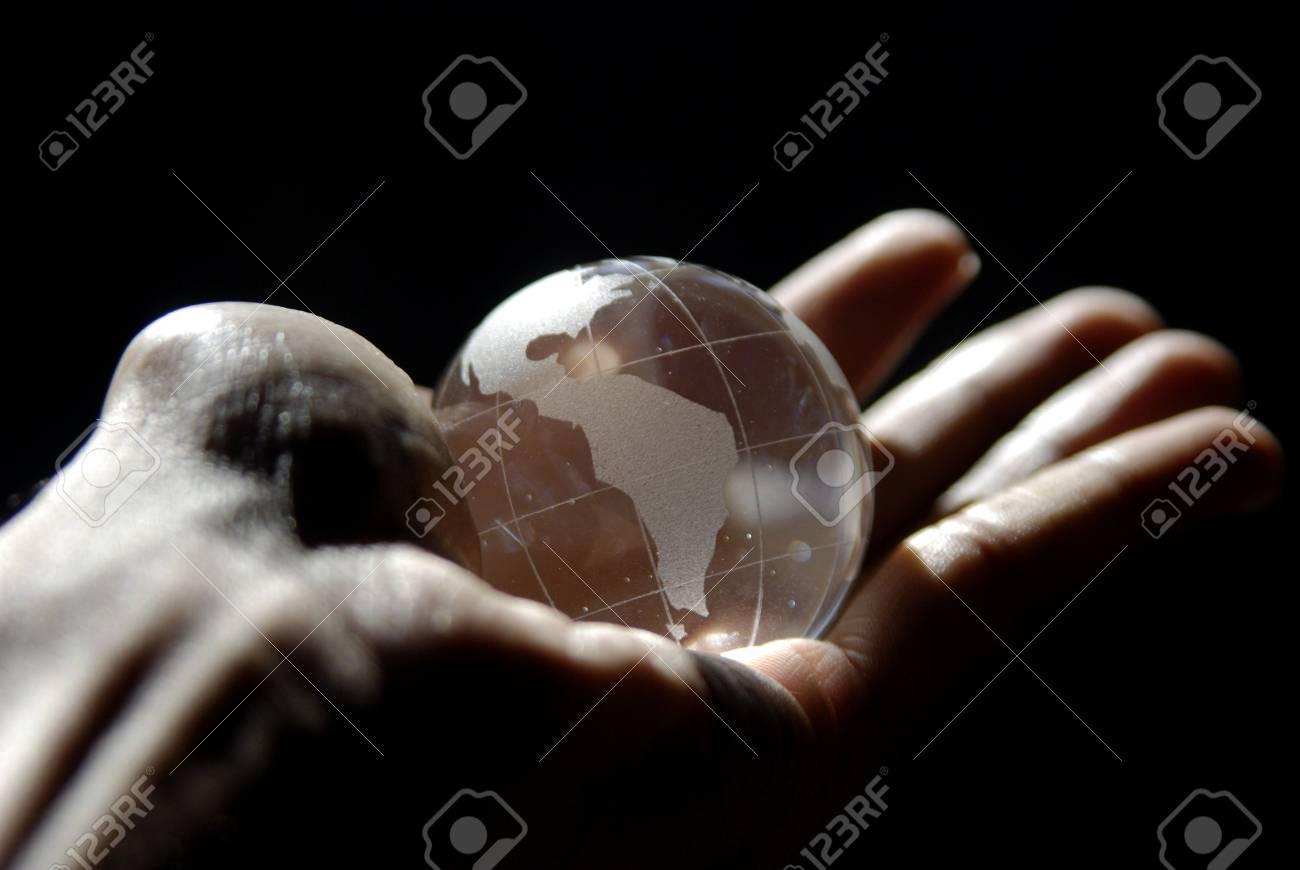 Globe in hand - 3616660