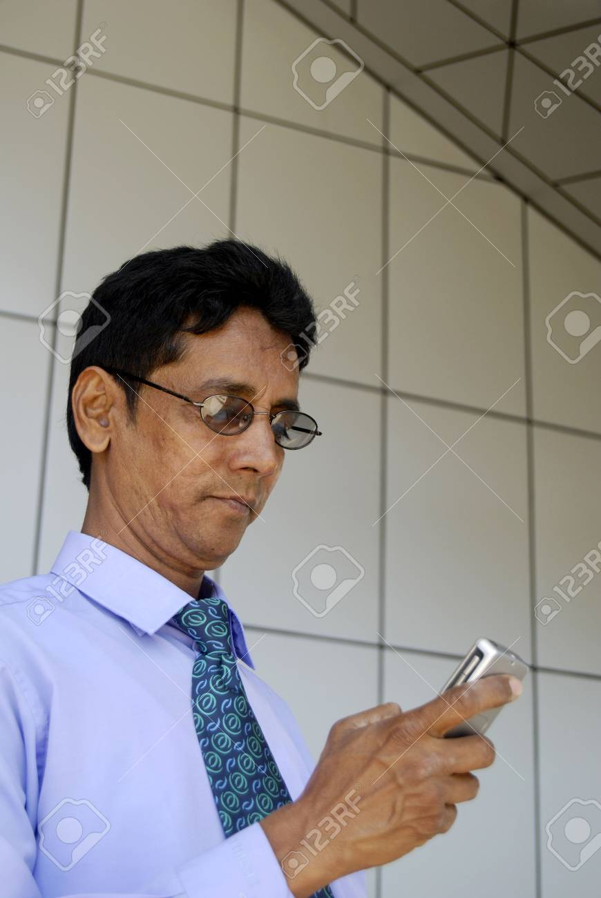 Business man on the phone - 4999773