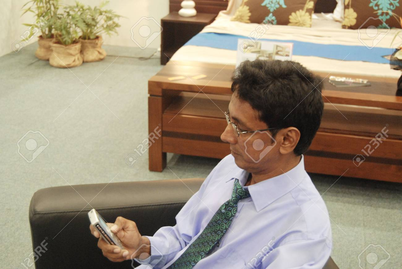 Business man on the phone - 4999777