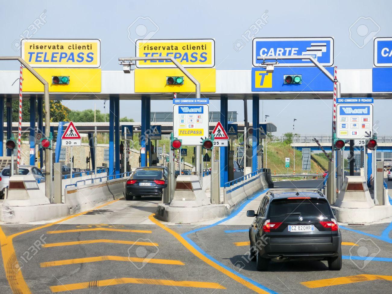 Carte American Express Peage Autoroute.Voitures A L Autoroute Autostrade Peage Autoroutier En Italie Paiement Avec Telepass Ou La Carte