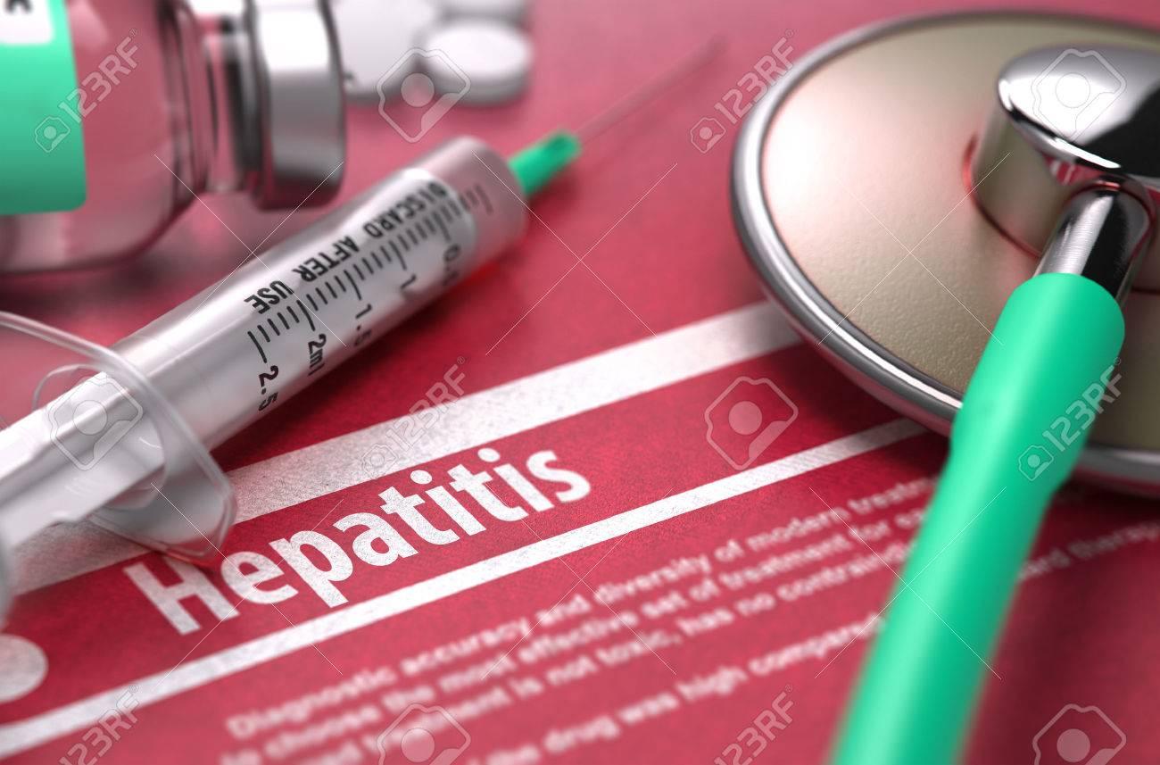 Hepatitis - Medizinische Konzept mit unscharfem Text, Stethoskop, Pillen und Spritze auf rotem Hintergrund. Tiefenschärfe. Standard-Bild - 46378266