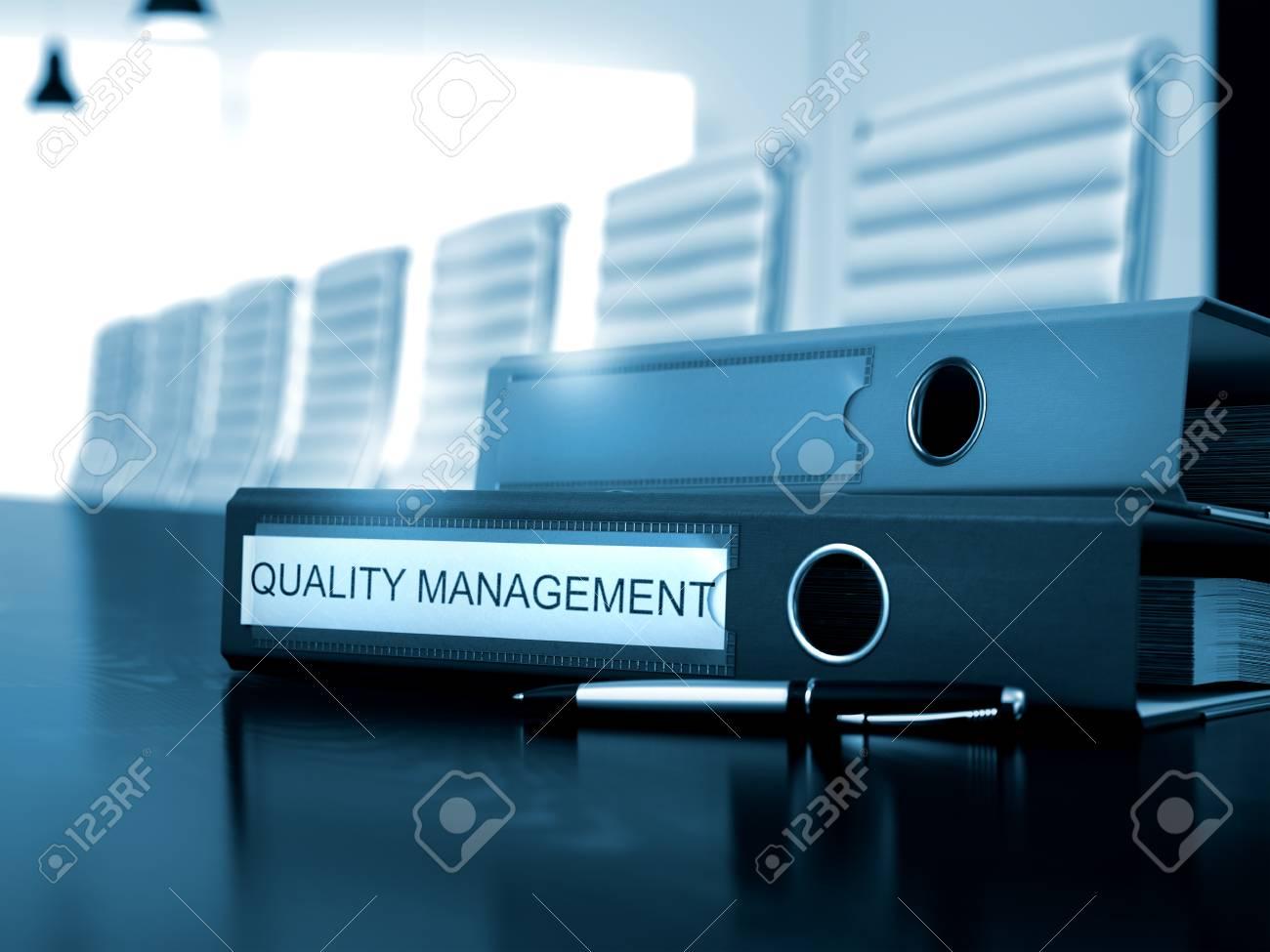 Gestion de la qualité dossier sur le bureau en bois dossier