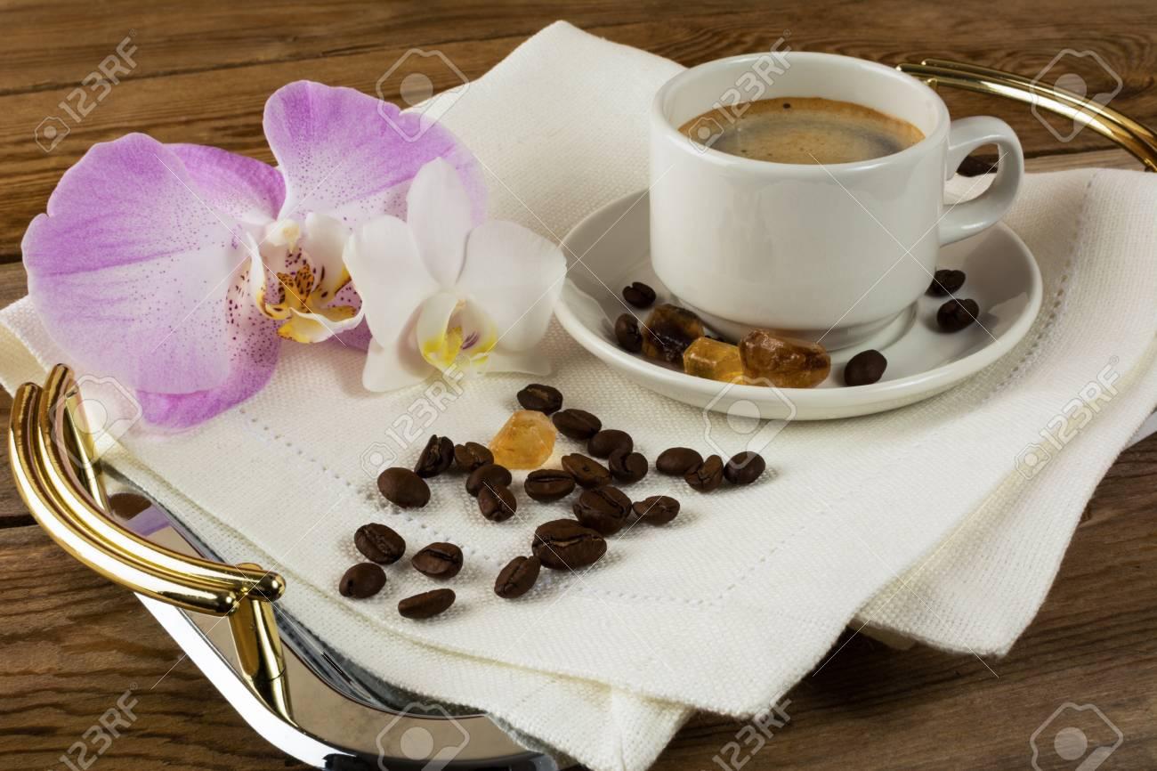 57964100-caf%C3%A9-du-matin-romantique-tasse-%C3%A0-caf%C3%A9-caf%C3%A9-fort-tasse-de-caf%C3%A9-caf%C3%A9-matinal-pause-caf%C3%A9-tasse-de-caf%C3%A9-.jpg
