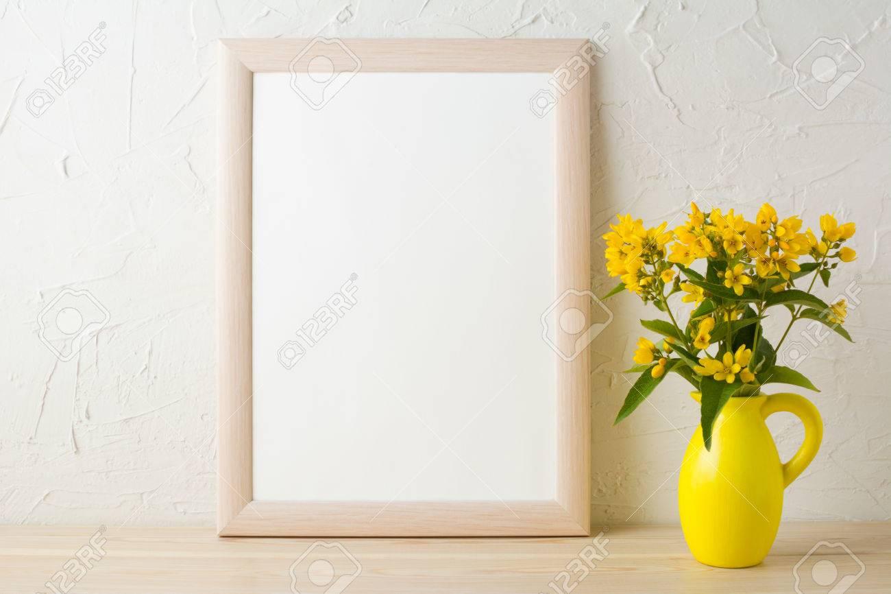 Rahmen Mockup Mit Gelben Blüten In Stilisierten Krug Vase. Poster ...