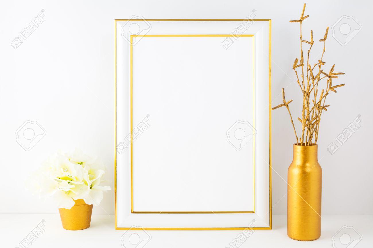 Rahmen Mockup Mit Elfenbein Hortensie Im Goldenen Blumentopf. Poster ...