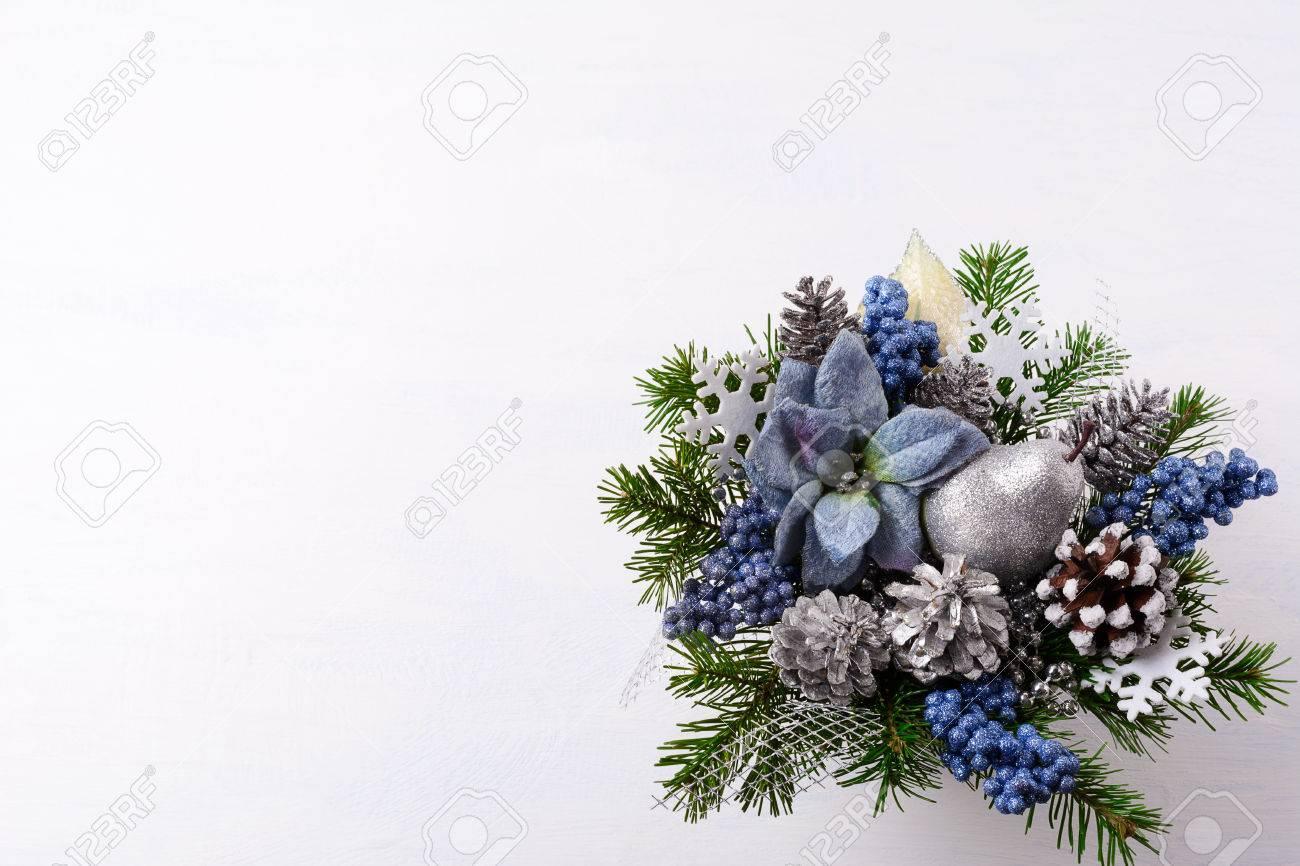 Hintergrund Weihnachten Mit Silbernen Glitzer Dekor Und Blauer Seide ...