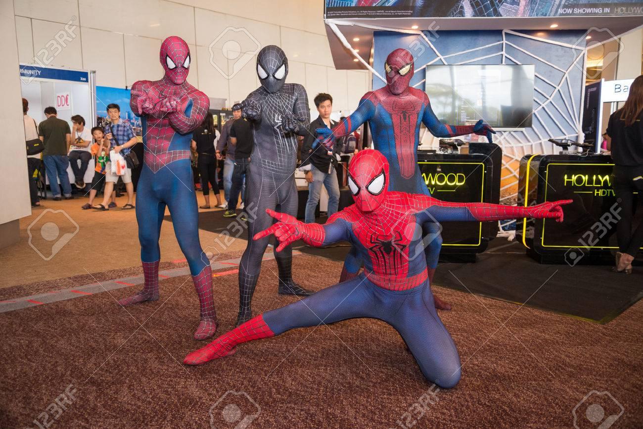BANGKOK - MAY 11,2014 : Spiderman cosplayer in Thailand Comic Con 2014 on May 11, 2014 at Siam Paragon, Bangkok, Thailand. - 28435526