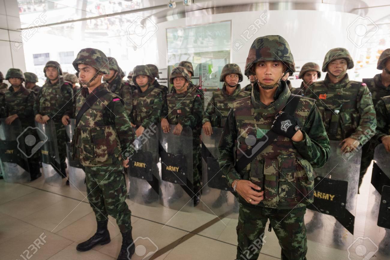 BANGKOK - MAY 25: Military soldier wall blocking skywalk due to anti coup riot, May 25, 2014 in Bangkok, Thailand. - 28723002