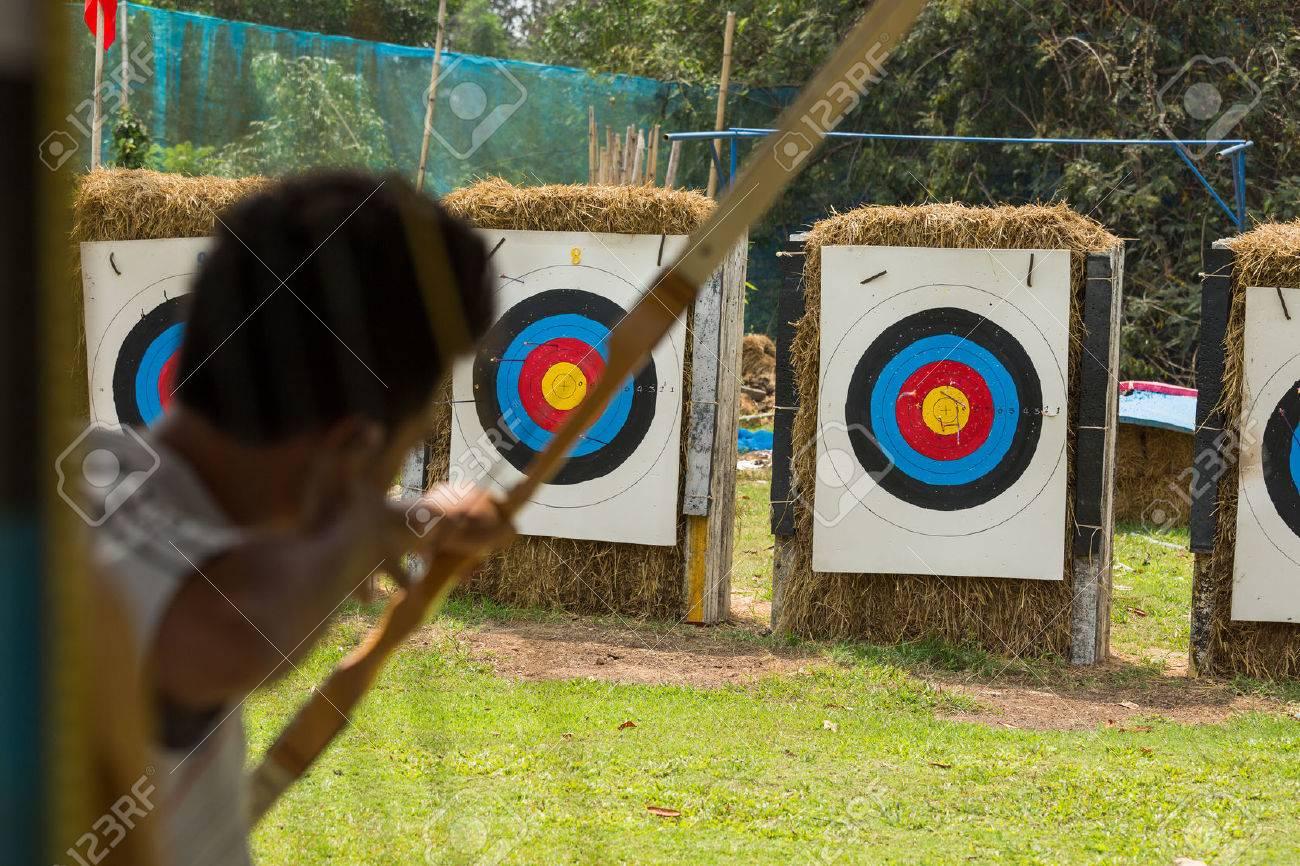 shooting arrow bow to target - 37781002