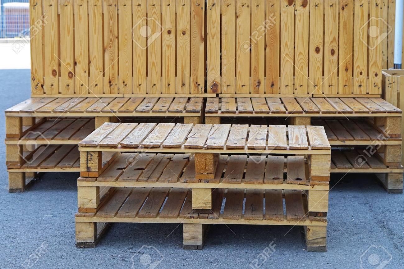 Cargo Mobili Da Giardino.Outdoor Furniture Made From Recycled Cargo Pallets Stock Photo