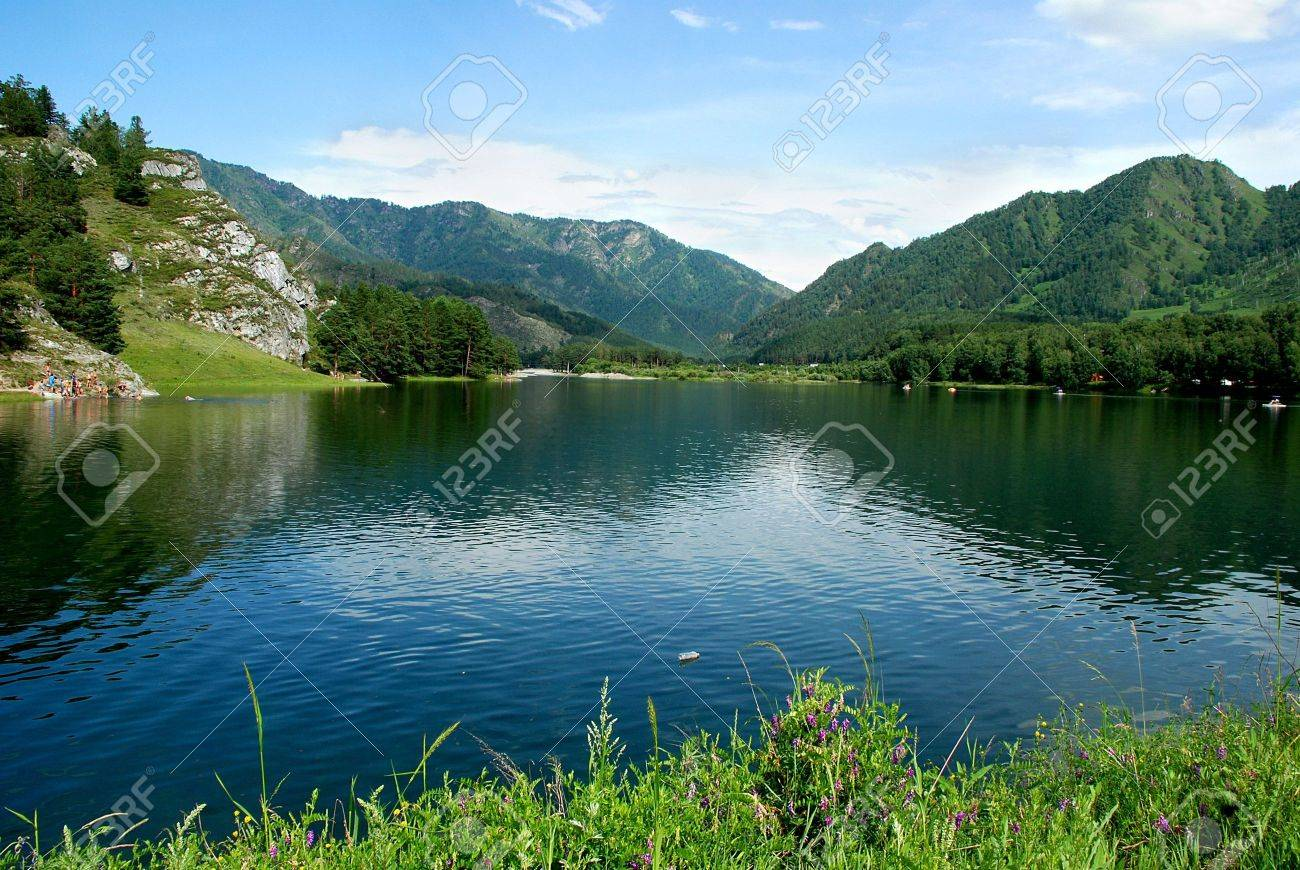 Mountain lake, Altai, Russia Stock Photo - 2671080