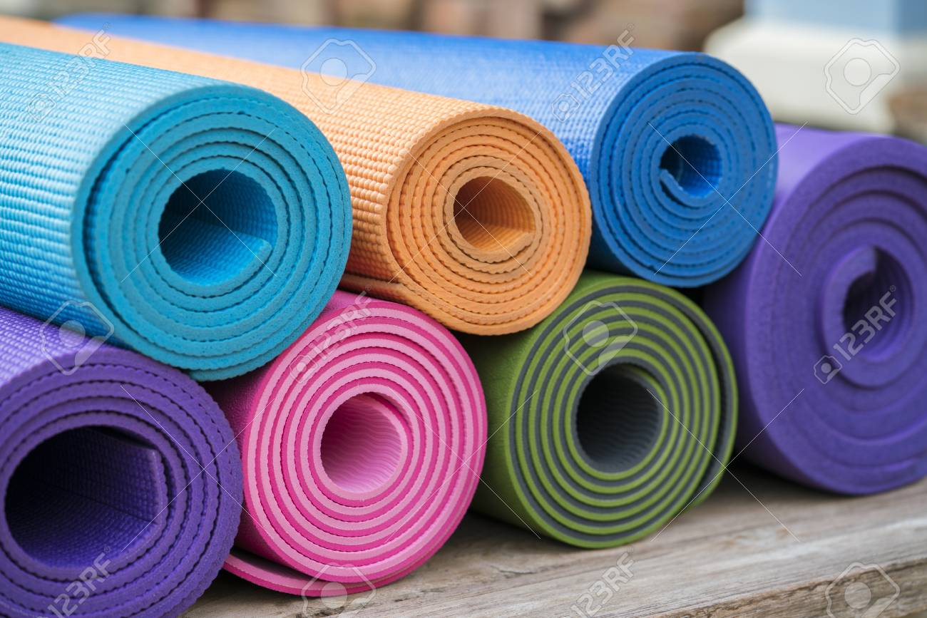 drop shipping attractive fashion reputable site colorful yoga mats on the table