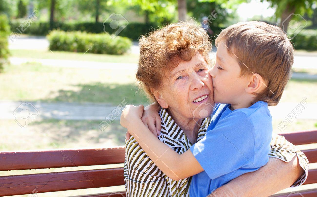 Травма, полученная старая бабушка сосет если пару