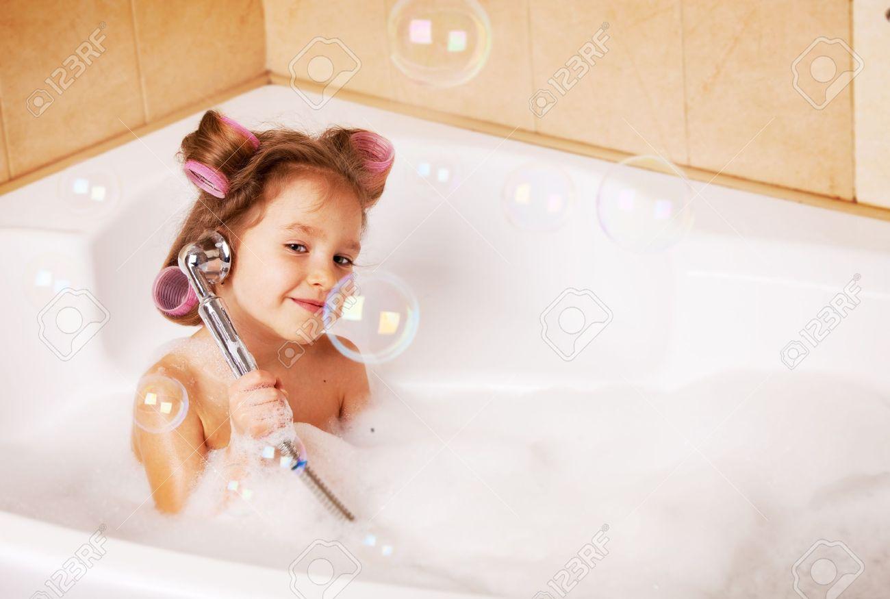 Смотреть девочки в ванной 2 фотография