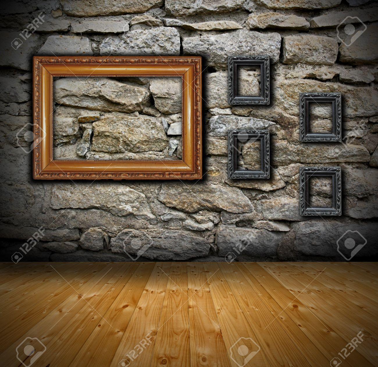 Décor Intérieur Avec Mur De Pierre Et Parquet Quelques Anciens Peinture Cadres Vides Prêts Pour Votre Conception
