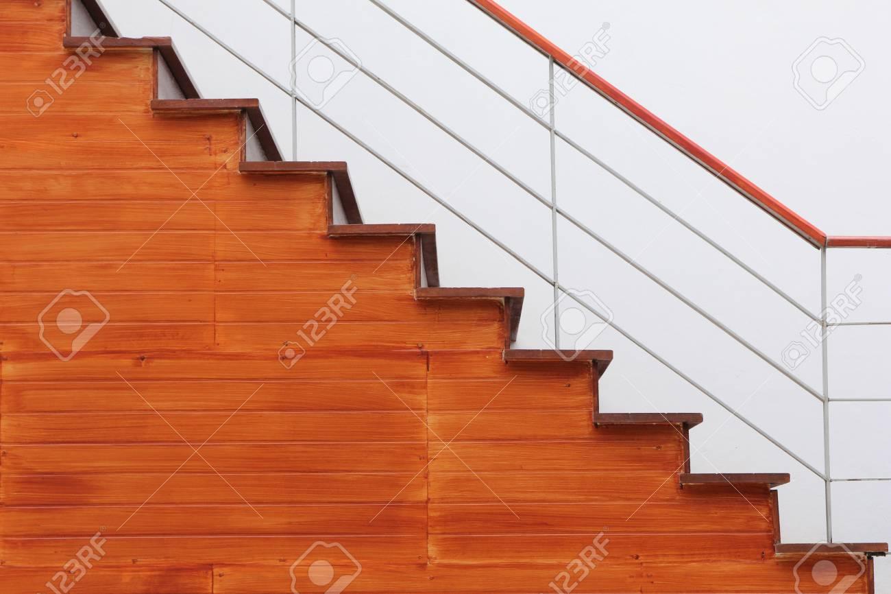 Scala Da Esterno In Legno : L esterno marrone scale di legno foto royalty free immagini