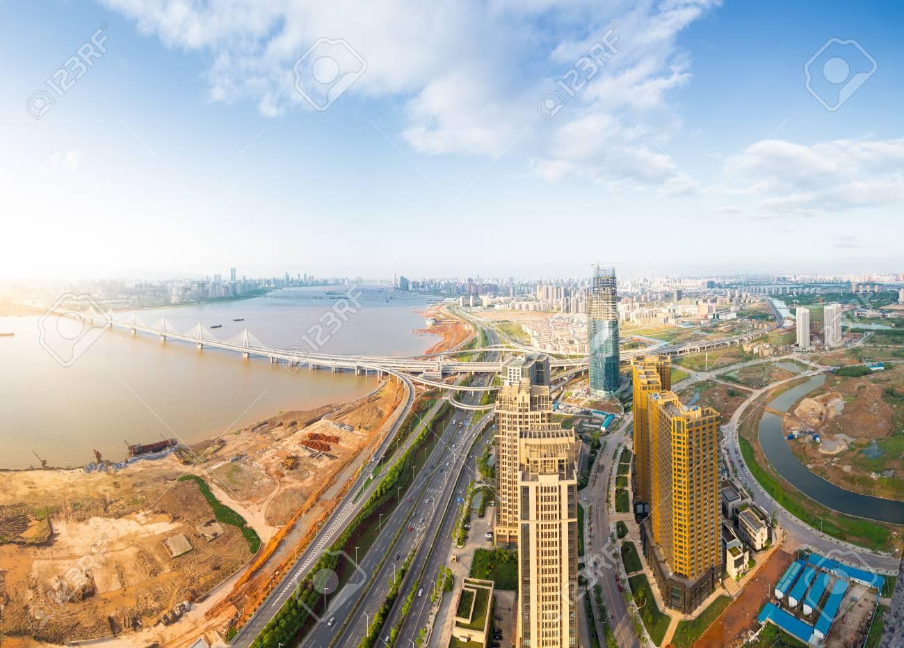 都市景観、空中の中国南昌市の高...