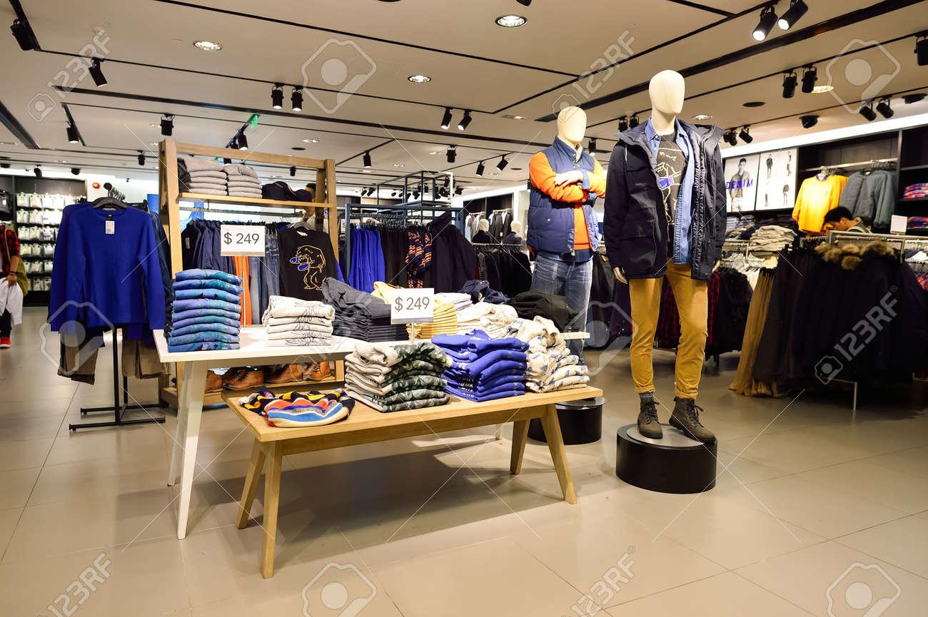 hong kong 2 novembre 2015 intrieur de h et m magasin h m est une entreprise de dtail de vtements multinationale sudoise connue pour ses vtements