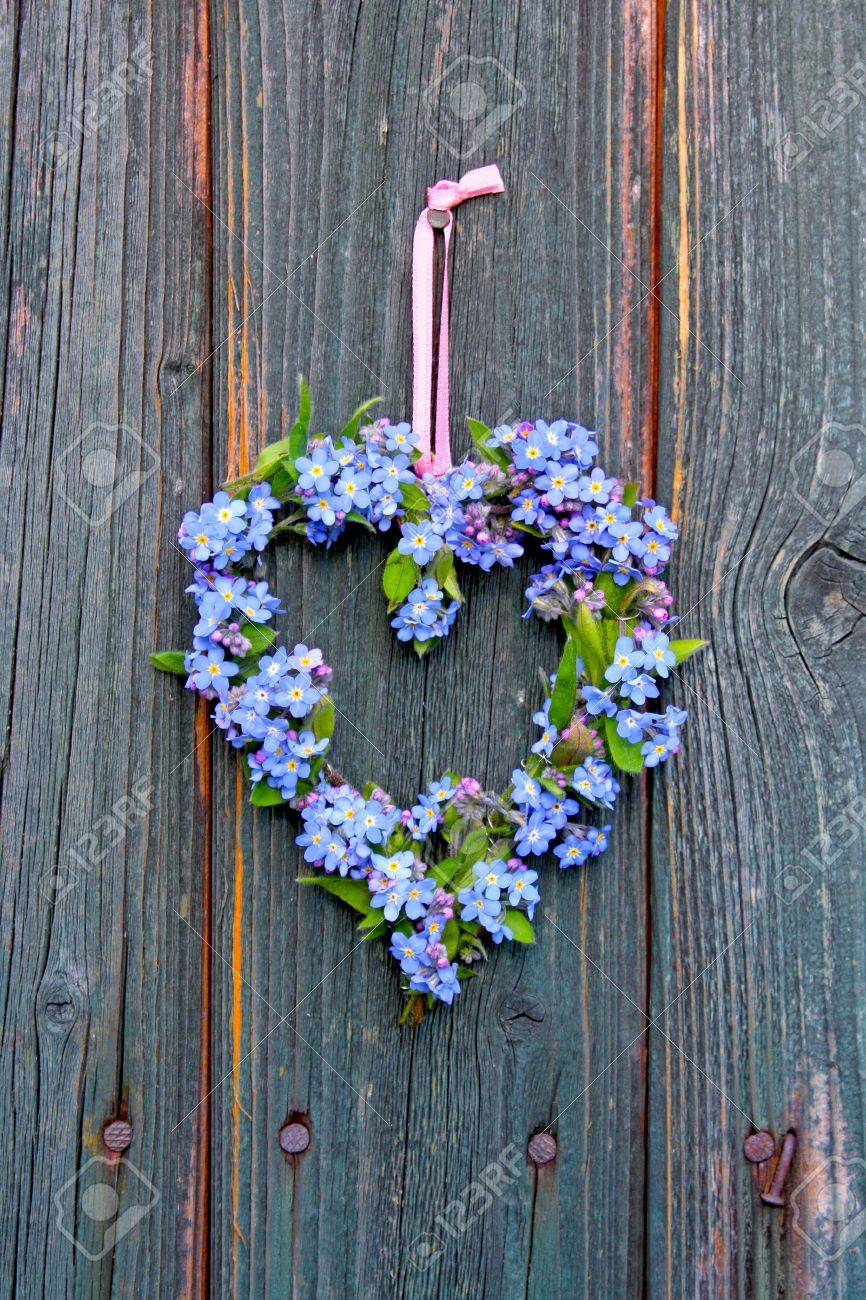 heart made ​​of forget-me-not flowers Stock Photo - 13152343
