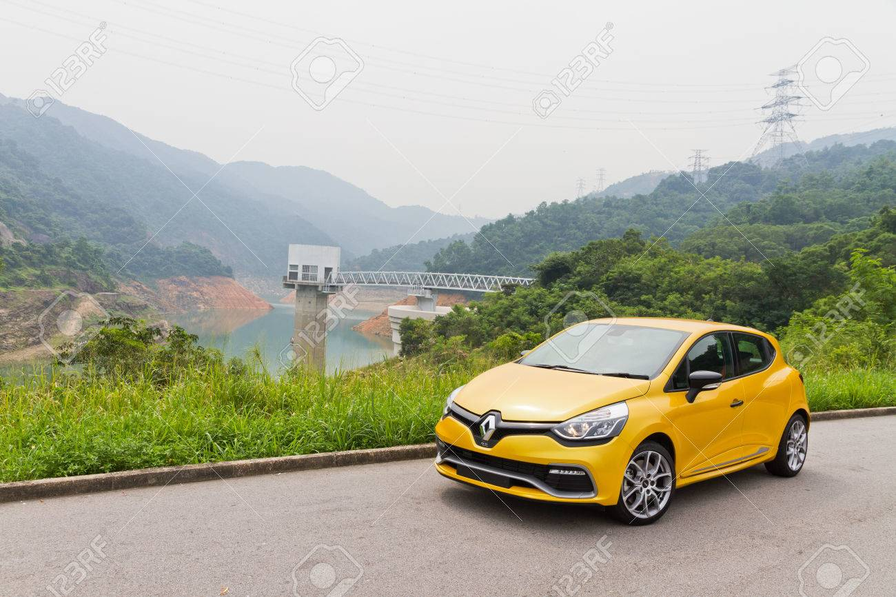 Renault Clio Rs 2013 Model With Yellow Colour Hot Hatch Car