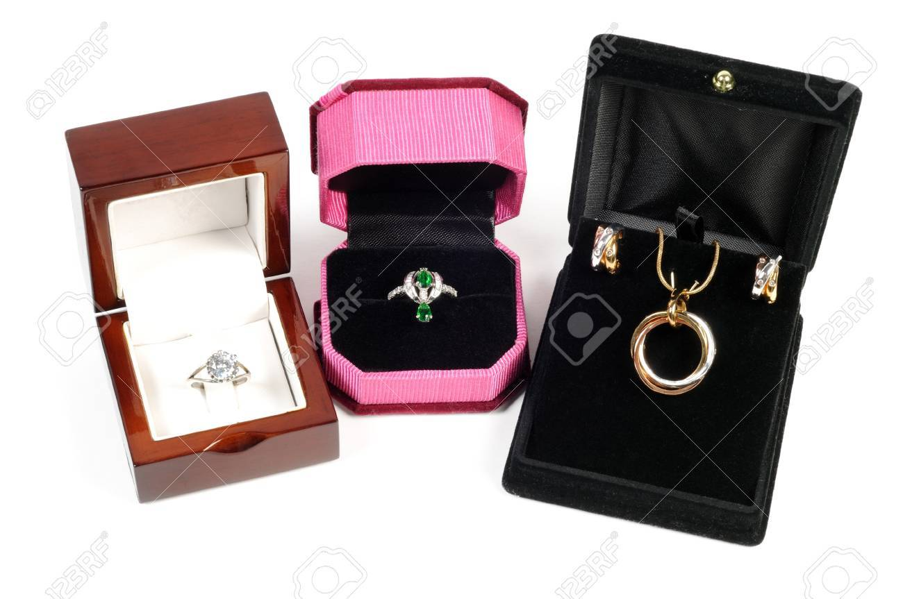 An open jewlery boxes with gold and platinum  jewelry sets on a white background Stock Photo - 15488640