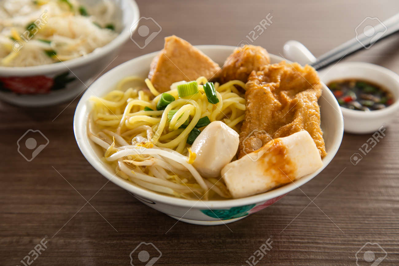 Kampar Fish ball noodle on wooden table - 165734428