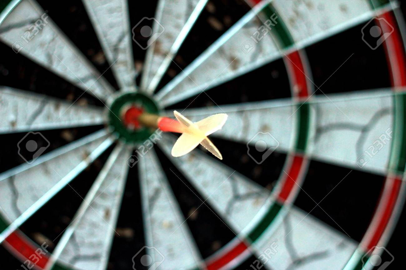 dart disc with dart in the middle Stock Photo - 14828354