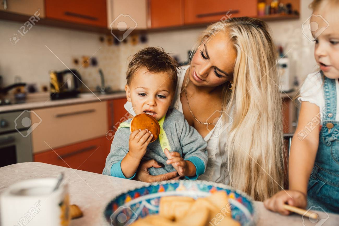 Mother with family haveing fun in kitchen - 45450589